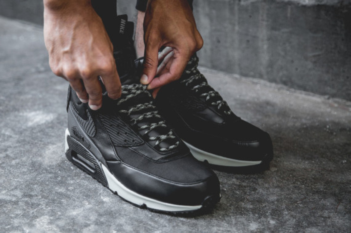 nike-air-max-90-sneakerboot-black-reflective-another-look-10