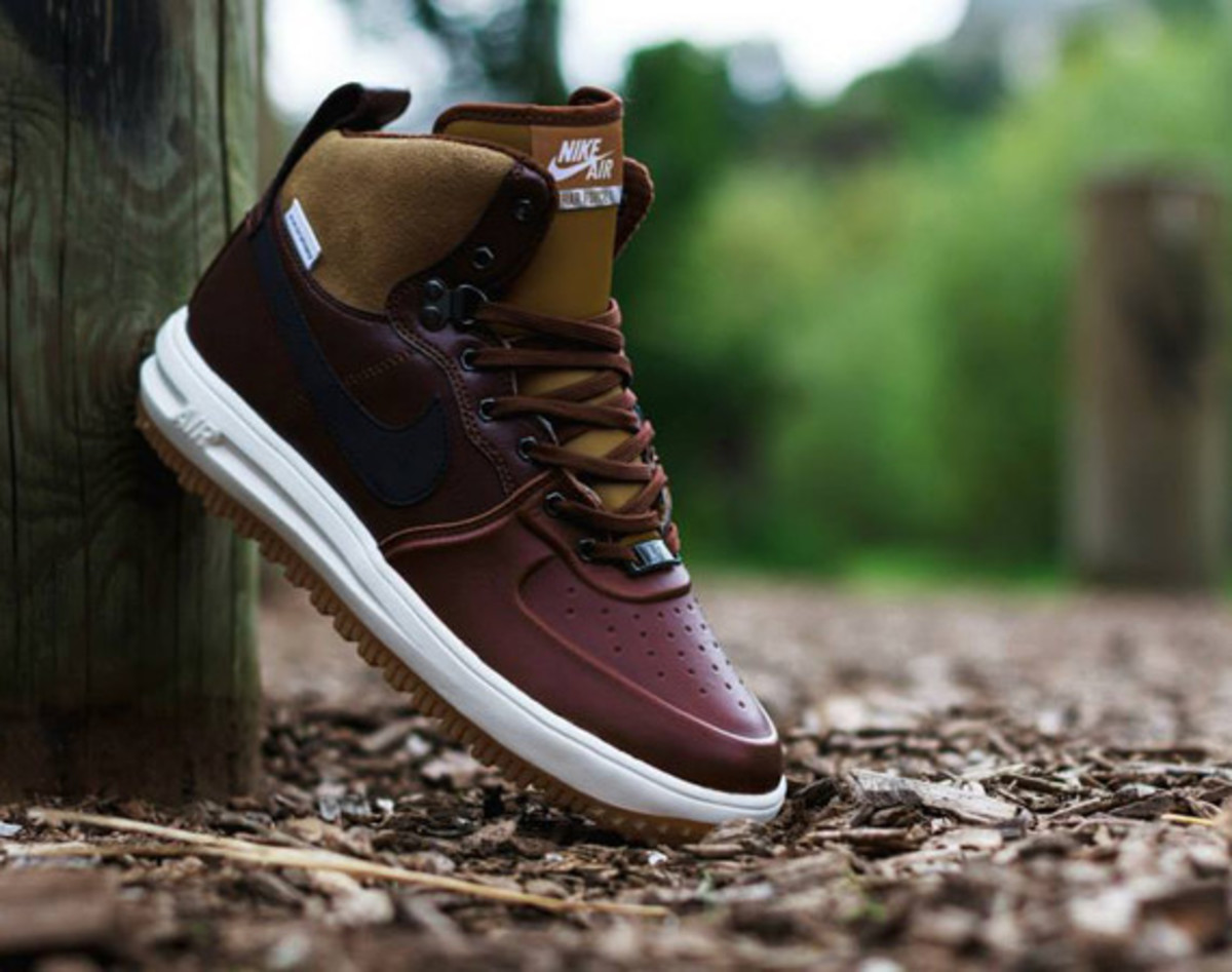 nike-lunar-force-1-sneakerboot-barkroot-brown-01