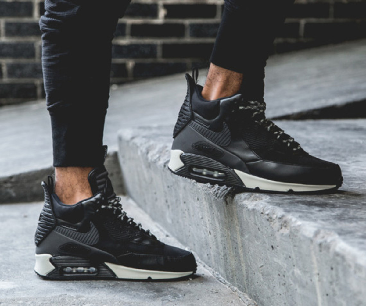 nike-air-max-90-sneakerboot-black-reflective-another-look-02