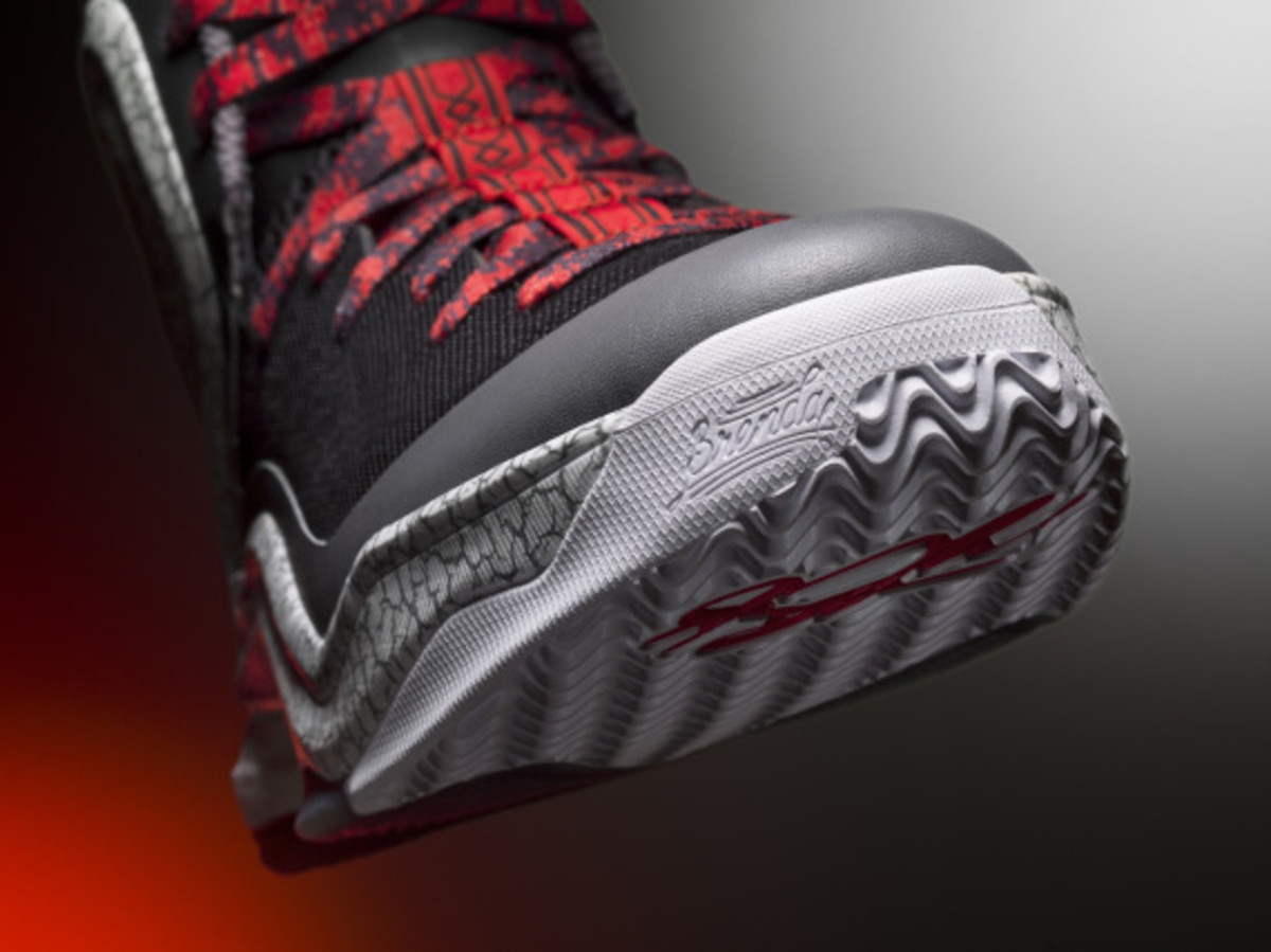 adidas-d-rose-5-boost-home-and-alternate-away-colorways-06