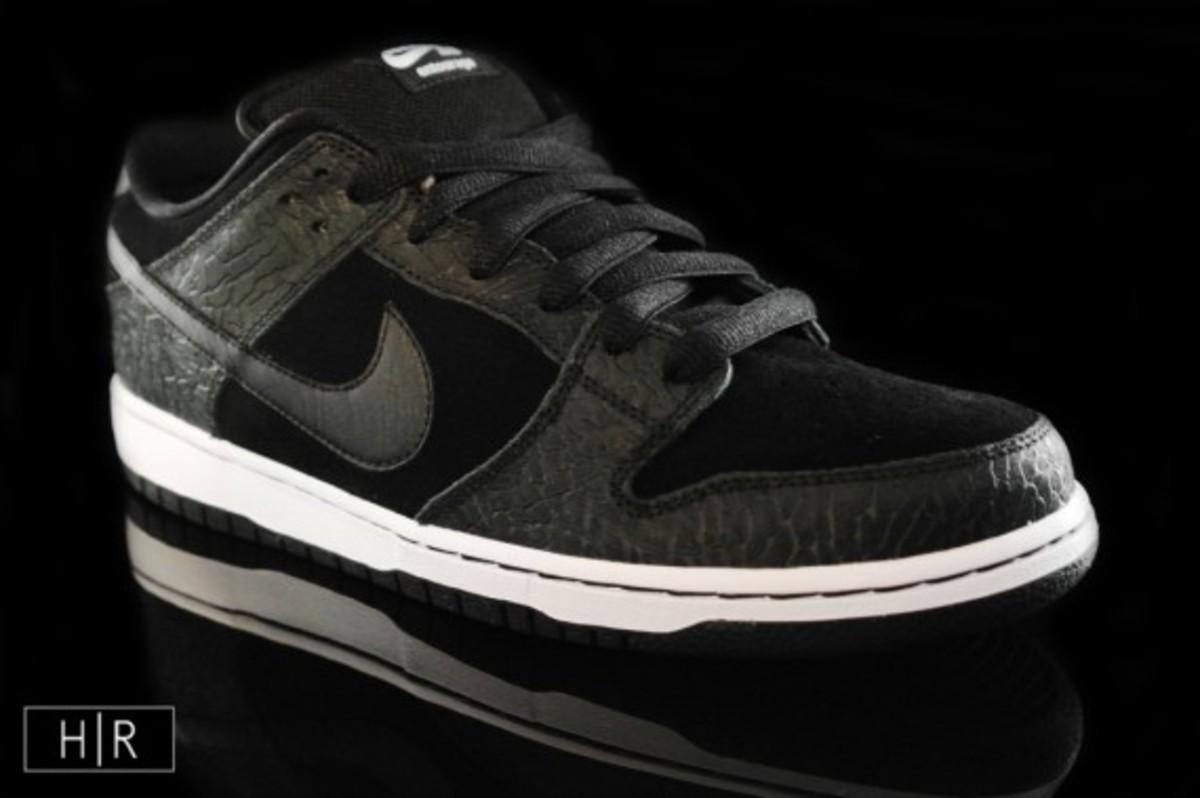 entourage-nike-sb-dunk-low-lights-out-a
