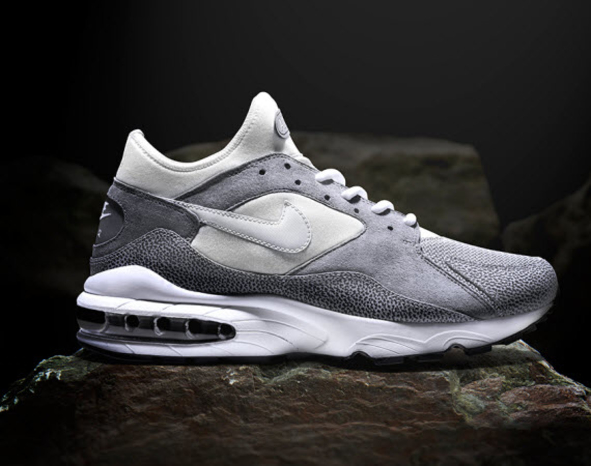 size 40 b428d a353d ... we now have a more clear look at what just landed exclusively on  size  s doorstep. Over twenty years since its first release, size   convinces Nike to ...
