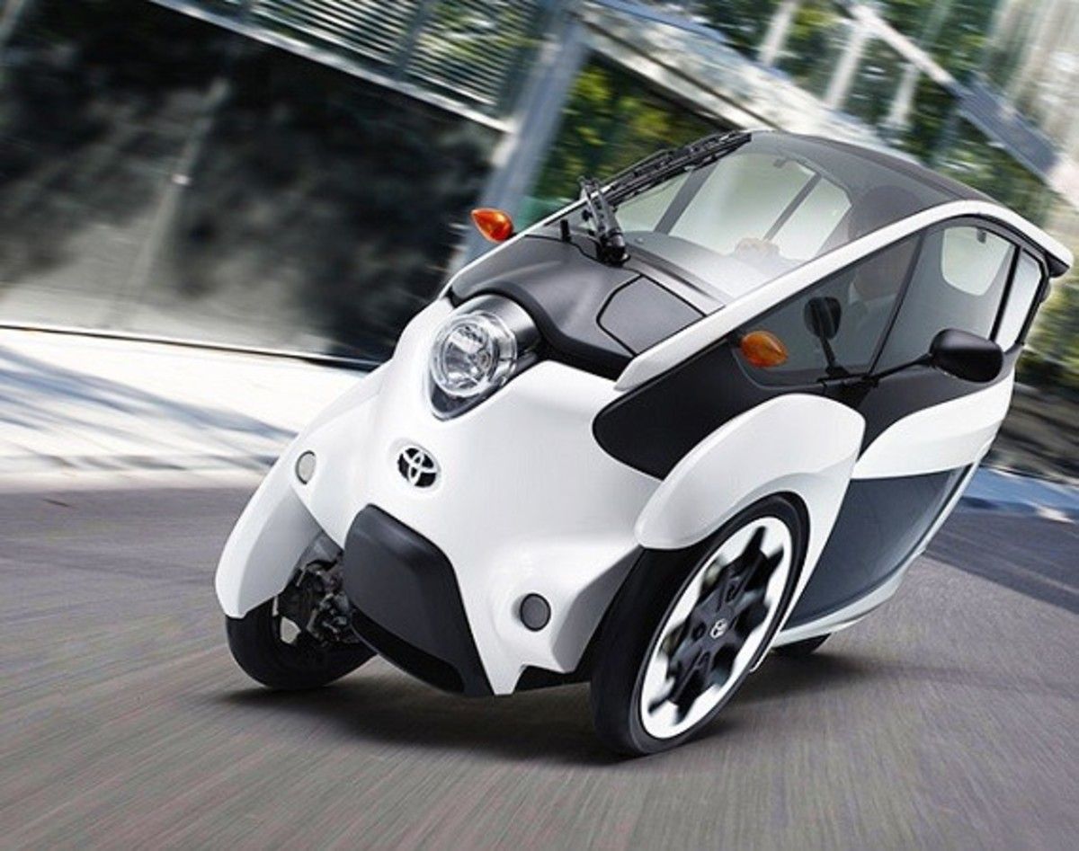 Toyota i-Road - On the Streets of France