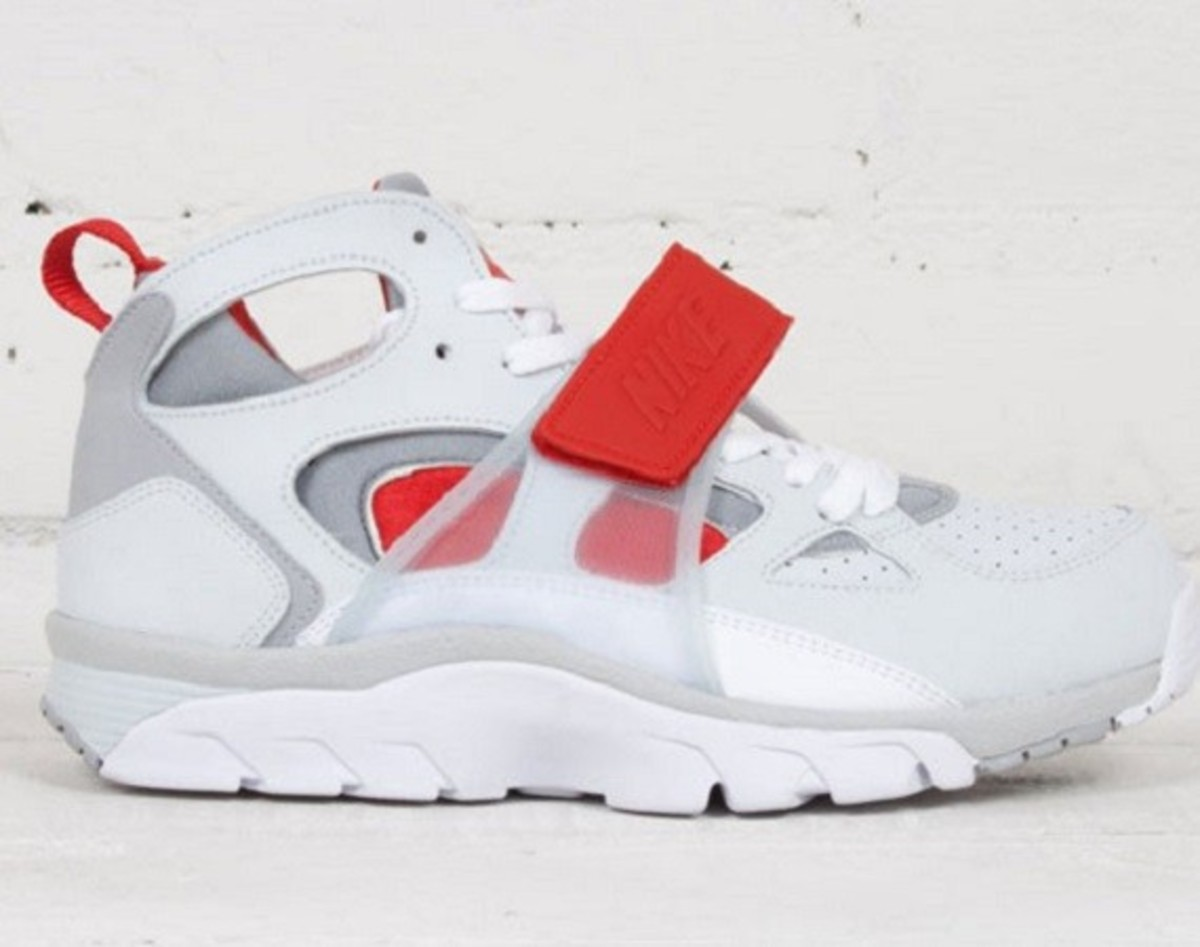 Usually the Nike Air Trainer Huarache doesn't get as much attention as the Swoosh's other more high-profile releases, but this take in Pure Platinum, ...