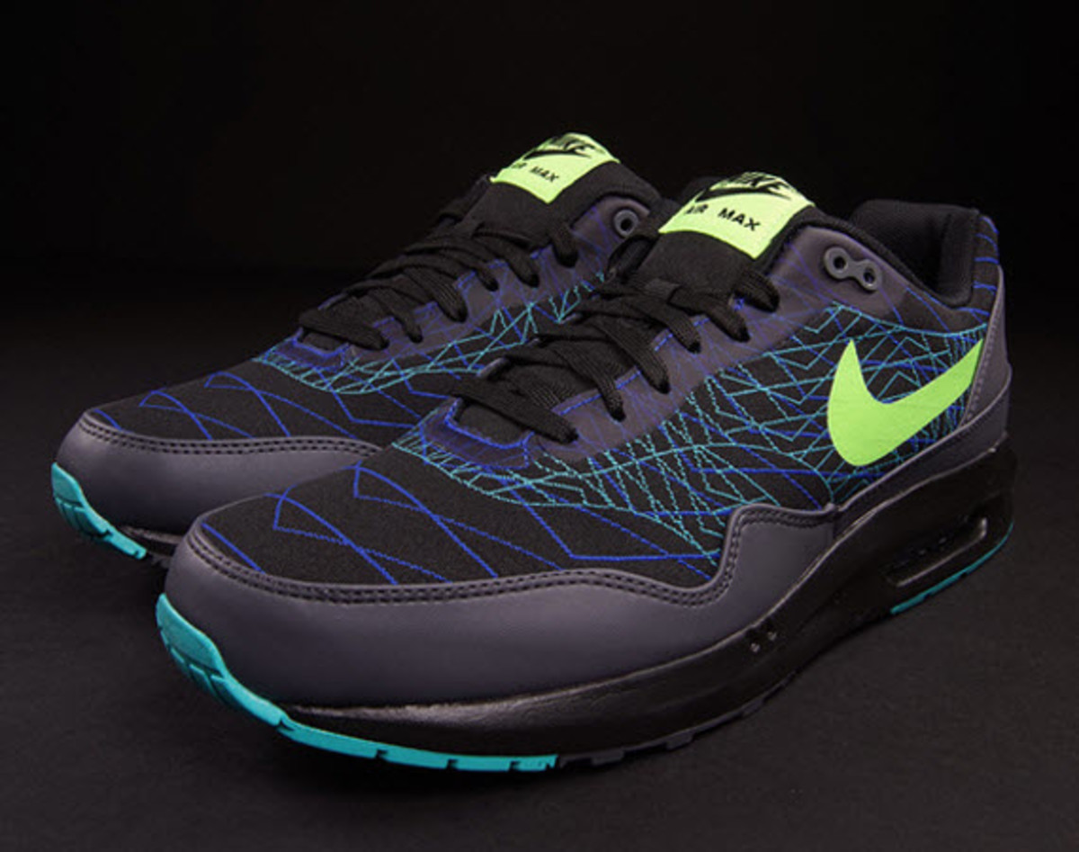 Our friends over at ONENESS have another hot drop for us to clamor over this find Monday the Nike Air Max Lunar 1 JCRD Winter in a Black Flash Lime Hyper
