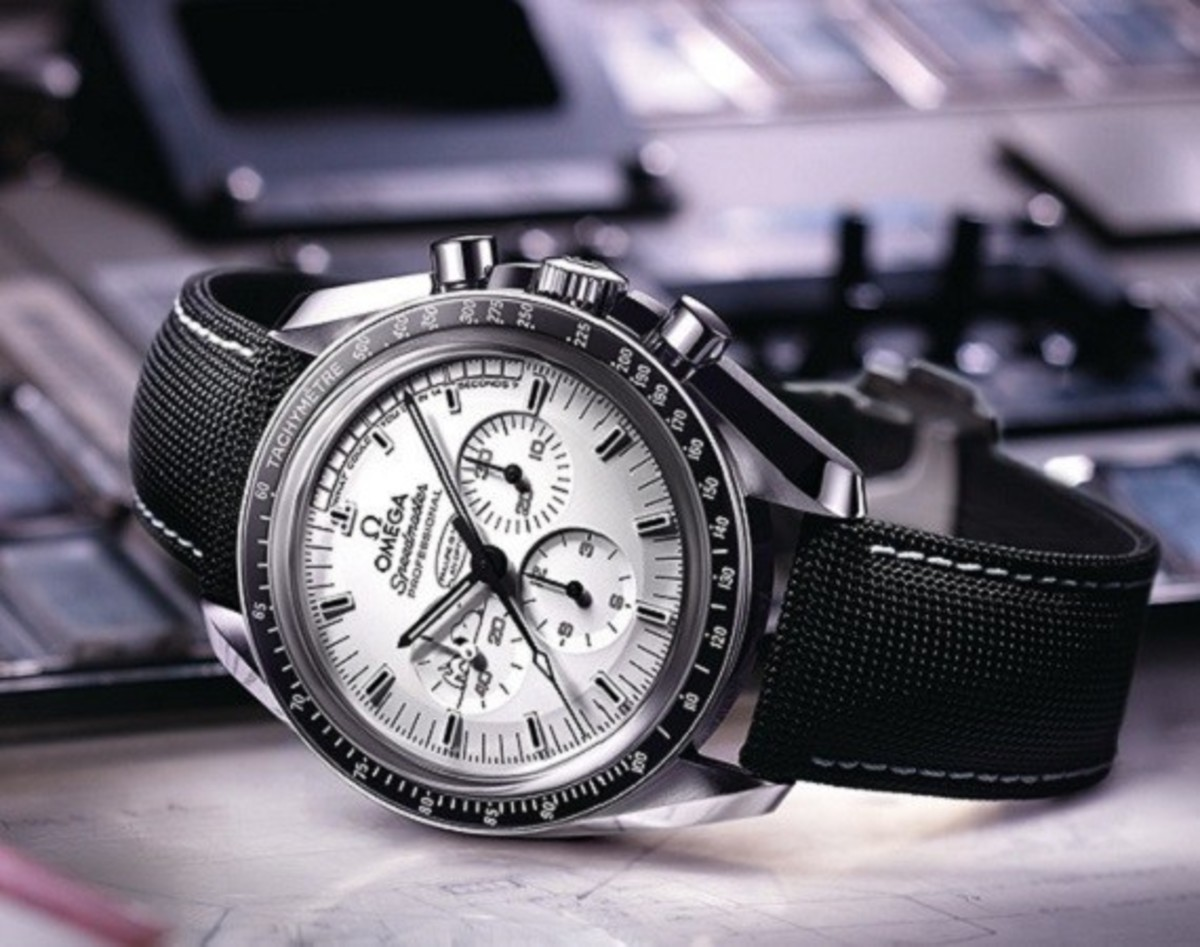 Omega Speedmaster Apollo 13 Silver Snoopy Award Watch - Limited Edition