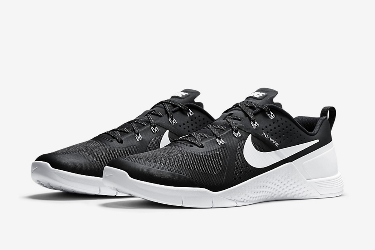 8381656fd1e5 Fitness and sneaker fashion fanactics alike are going to like this latest  release of the Nike METCON 1 in a clean and crisp white on black colorway.