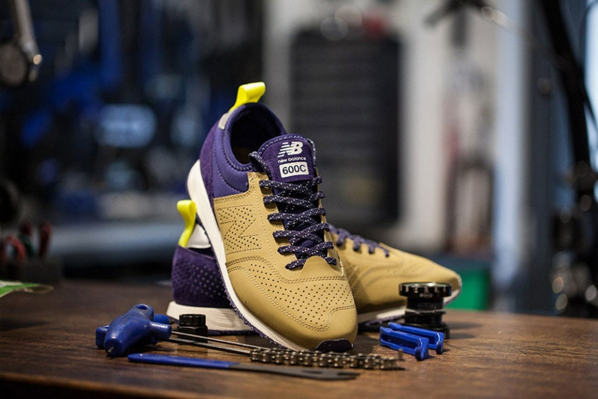 For Fall/Winter 2015, New Balance partners up with Japan's Oshman's for  another rendtion of the CM600, giving it an interesting athletic edge.