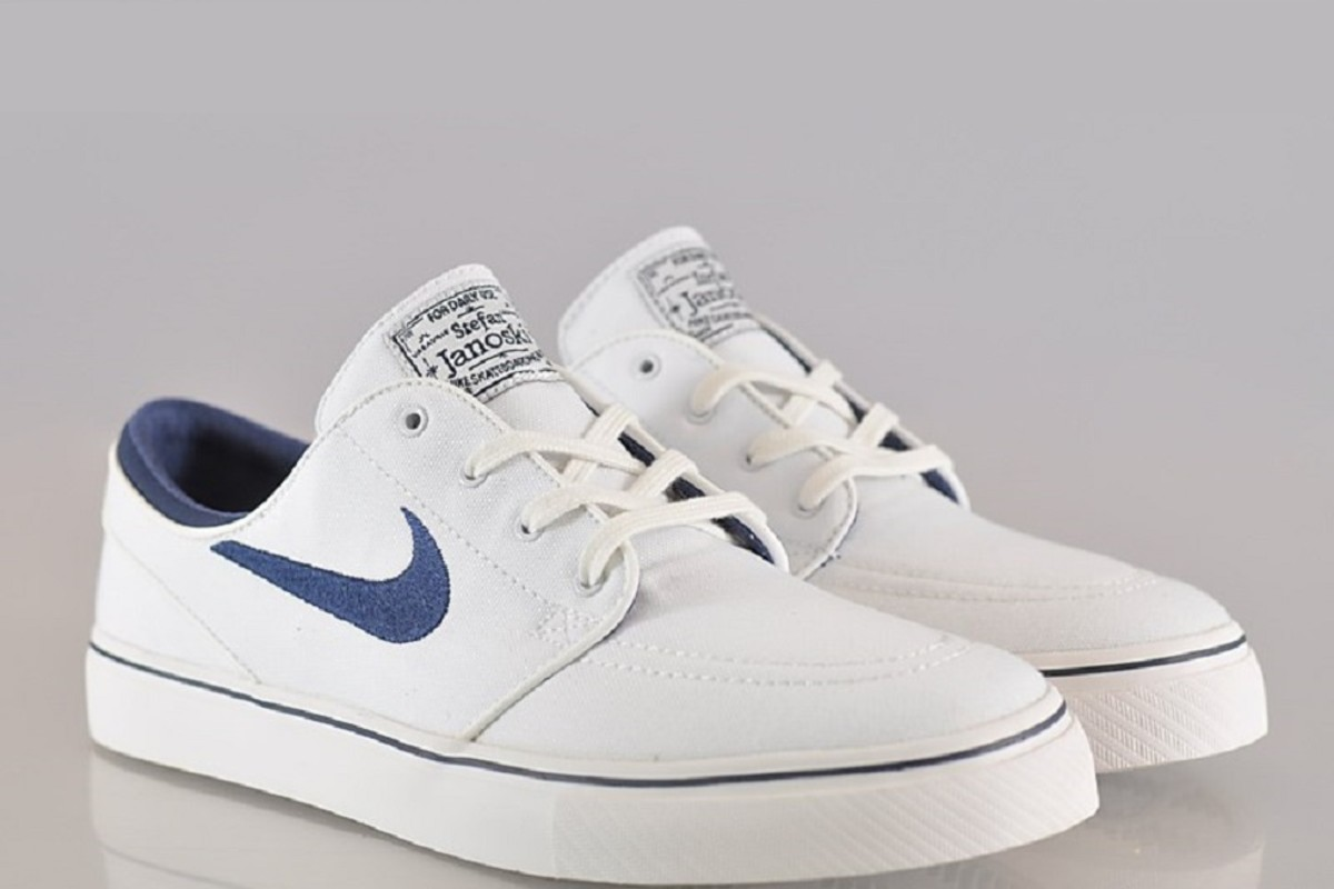 0798a2f78d8c64 It doesn t get any better than this for the heat of summer  a Nike Zoom  Stefan Janoski Canvas in a White and Midnight Navy. This pristine look  features a ...