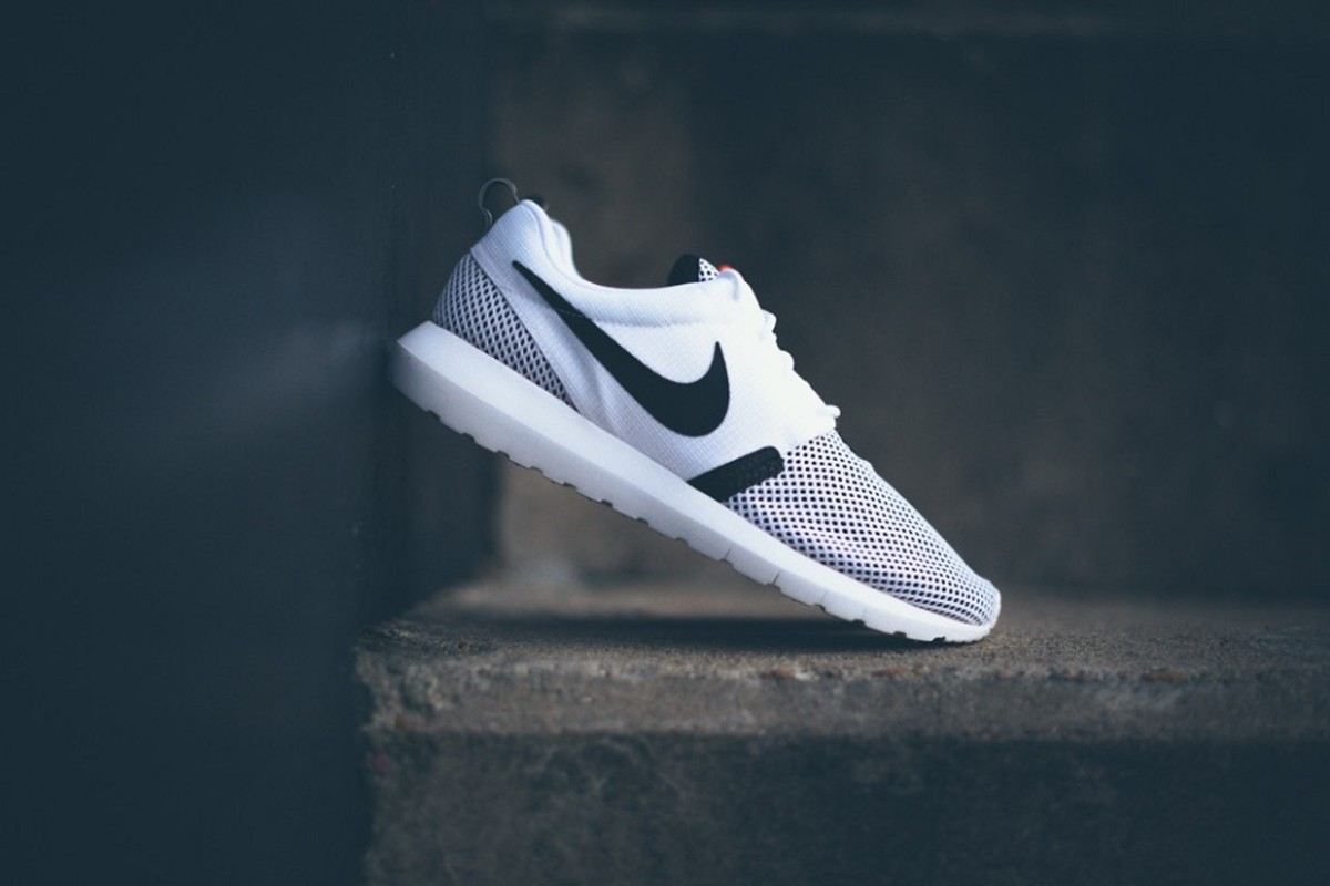 pretty nice b99ff 5c488 In time for the upcoming months of summer, we re now taking a closer look  at this new Nike Roshe Run NM BR in a white and black motif. As with all  Roshes, ...