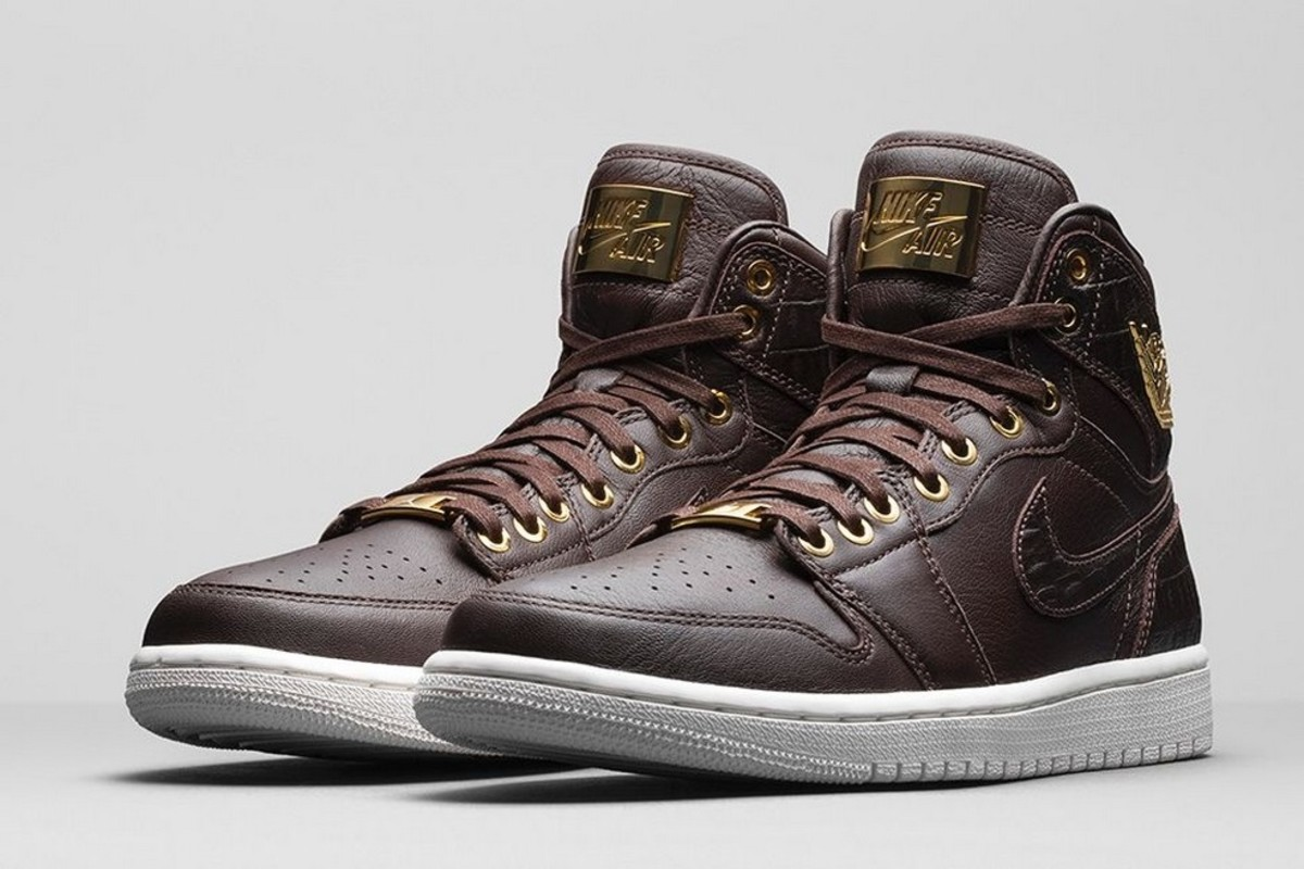 0ebcbe74140 If this Nike Dunk Comfort served up in a rich Mahogany wasn t quite enough  luxury for your demanding feet