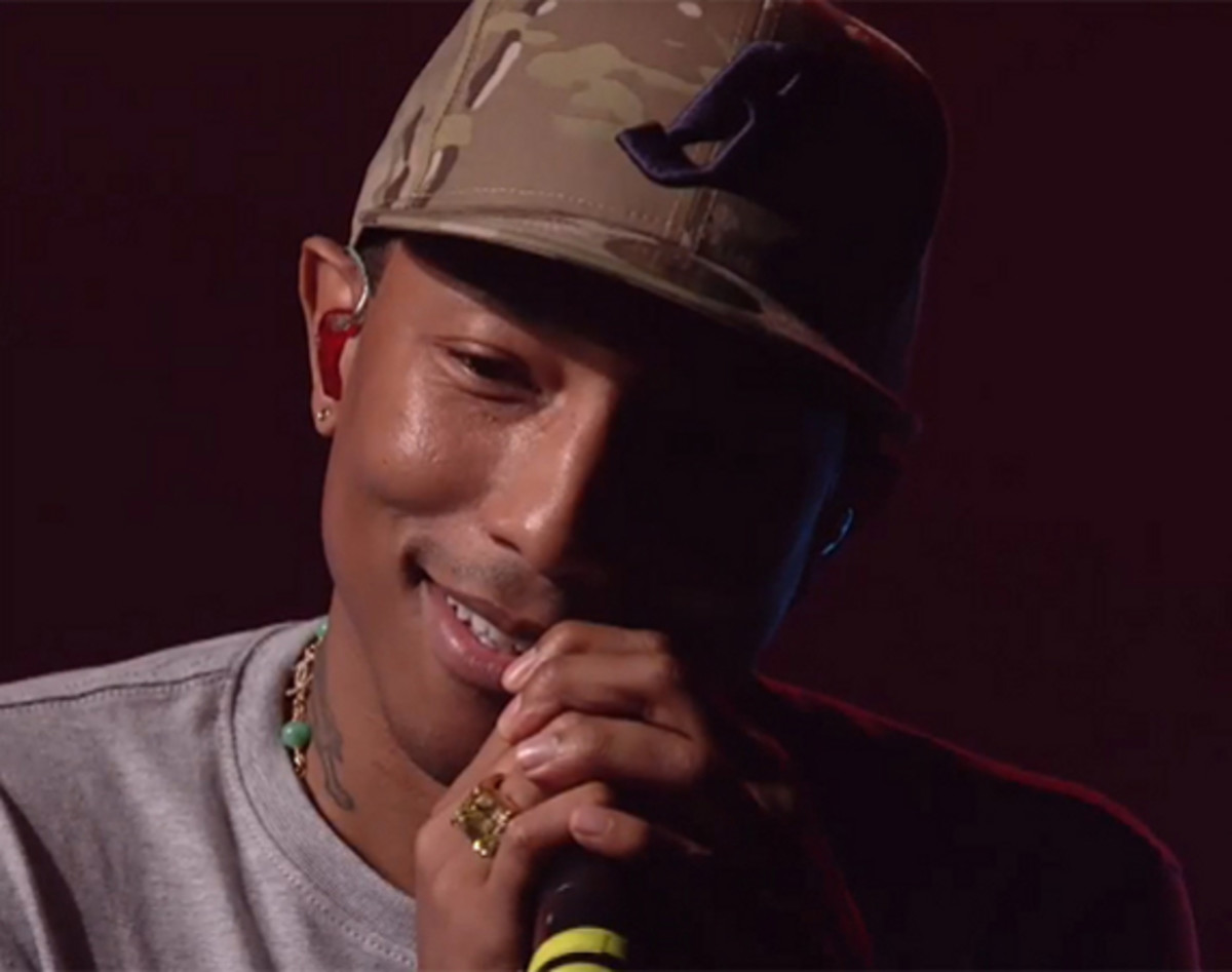 pharrell-williams-performing-daft-punk-get-lucky-first-live-performance-video