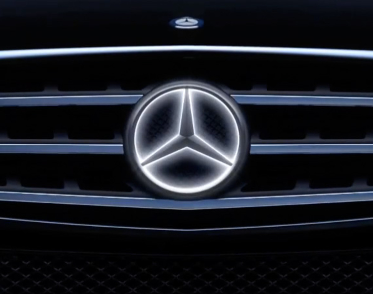 mercedes benz to offer illuminated star emblem as