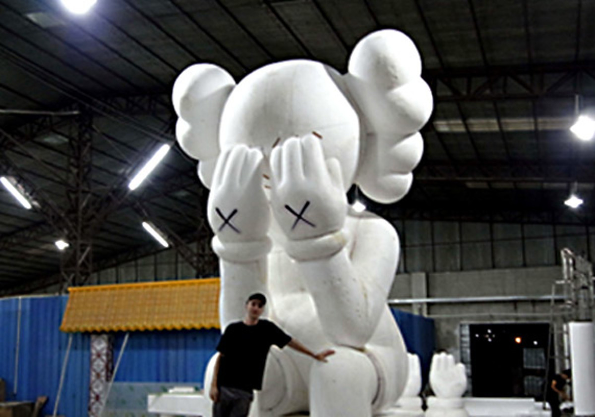 kaws-harbor-city-hong-kong-02