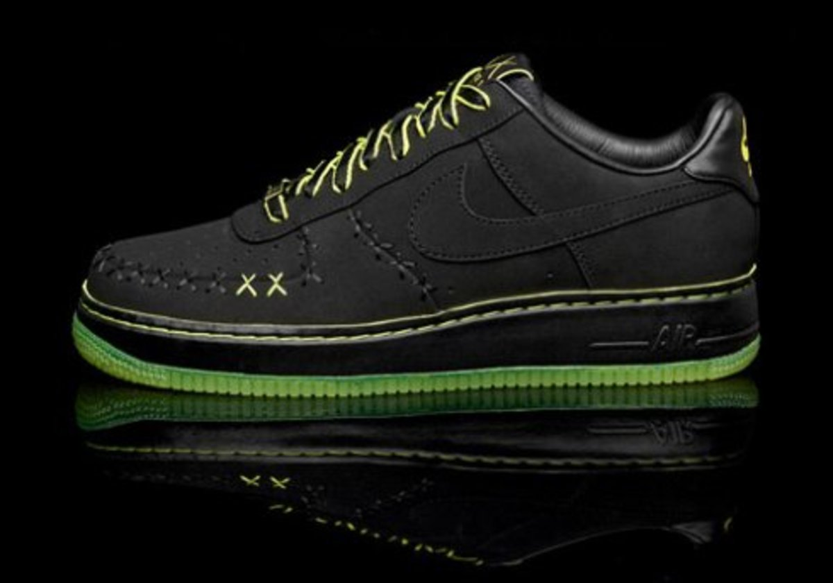 hot sale online 28f19 e8442 Nike x KAWS - 1World Air Force 1 - Freshness Mag