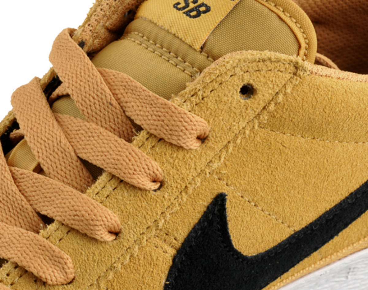 5bf64f26bbcb The Bruin was first introduced to the world in 1972 as a basketball shoe