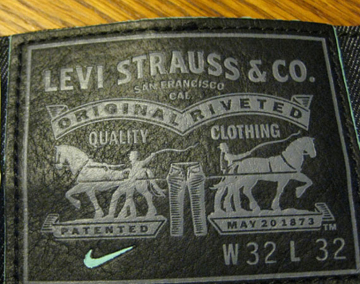 the latest 077d0 c040d ... confined to an image of the co-branded leather patch, we present a  better look at the upcoming collaboration between heavy-hitters Nike SB and  Levi s, ...