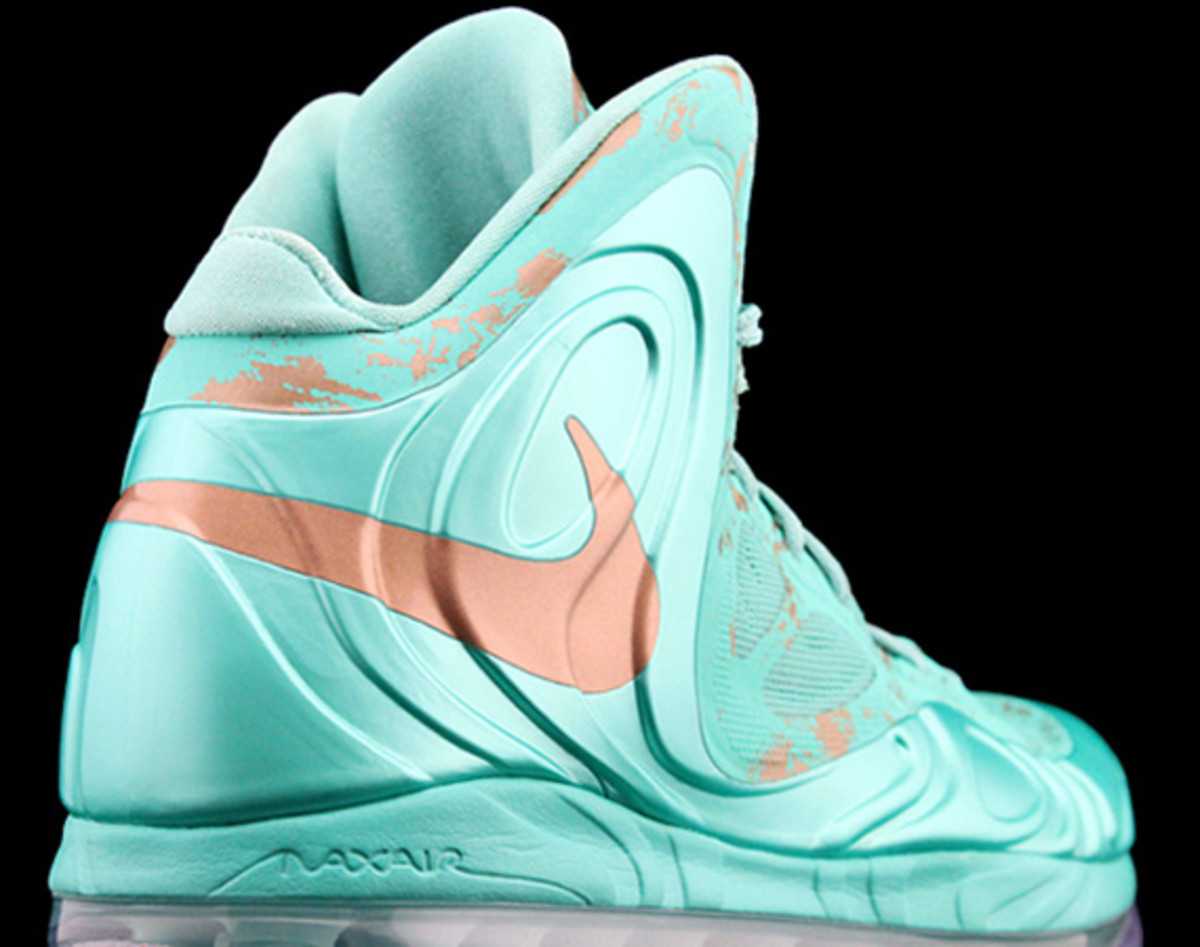 pretty nice d1a45 c7d07 nike-air-max-hyperposite-2012-statue-of-liberty-