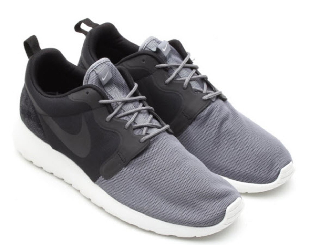 super popular b08d9 68024 Nike s Roshe Run line is rapidly expanding its hold on the sneaker  community and now the minimalist line is back with another Quickstrike  release.