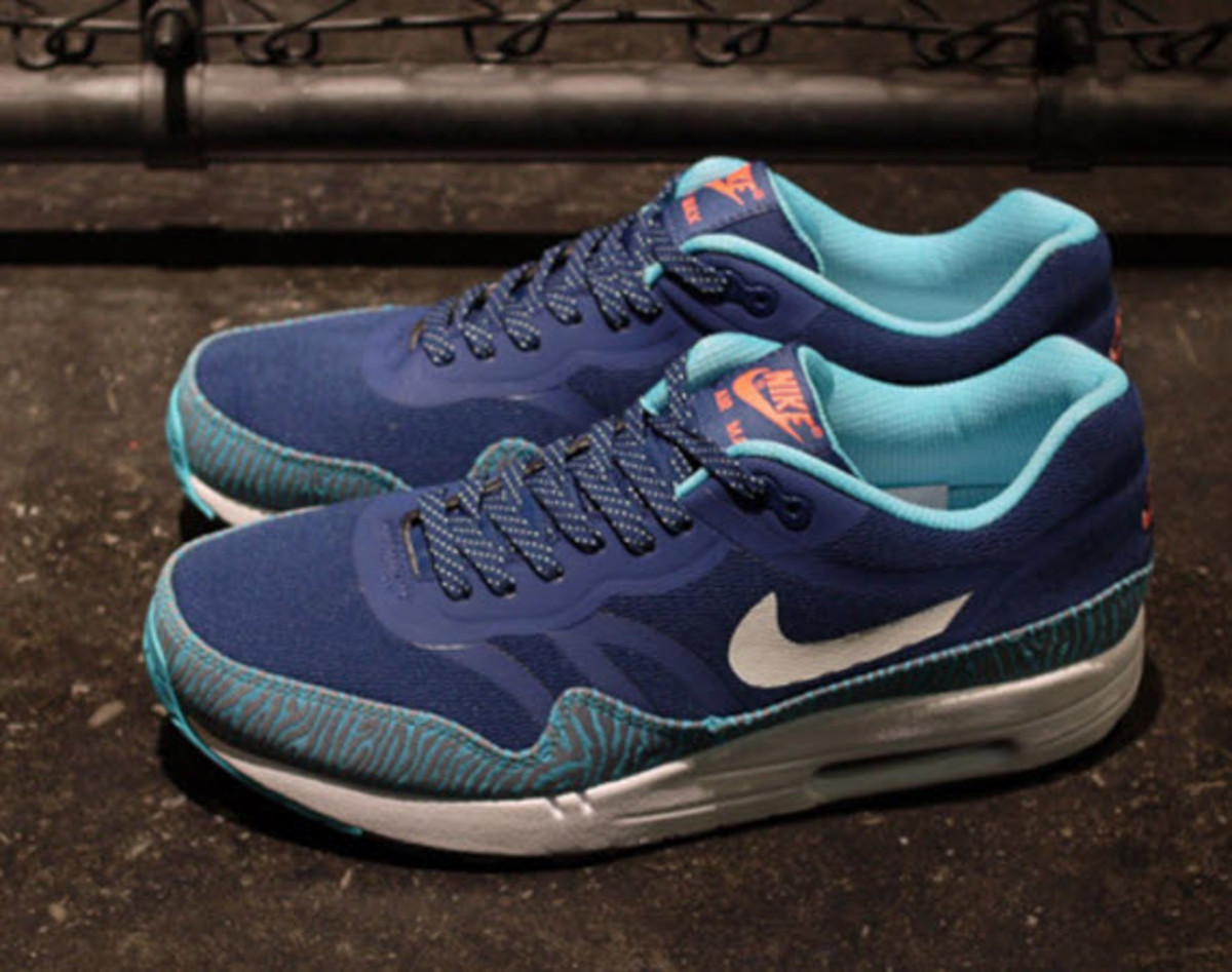 the best attitude d9aad 66b01 Nike continues to hit our wallets with the ol  one-two punch, releasing  another Air Max 1. The look drops this Fall in a brand new Brave Blue   Summit  White ...
