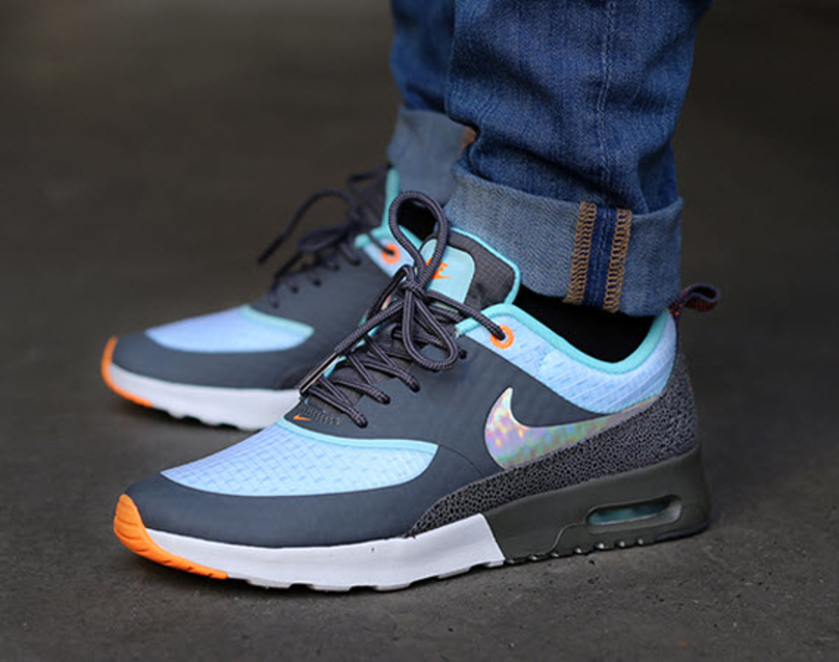 nike air max thea holographic. Black Bedroom Furniture Sets. Home Design Ideas