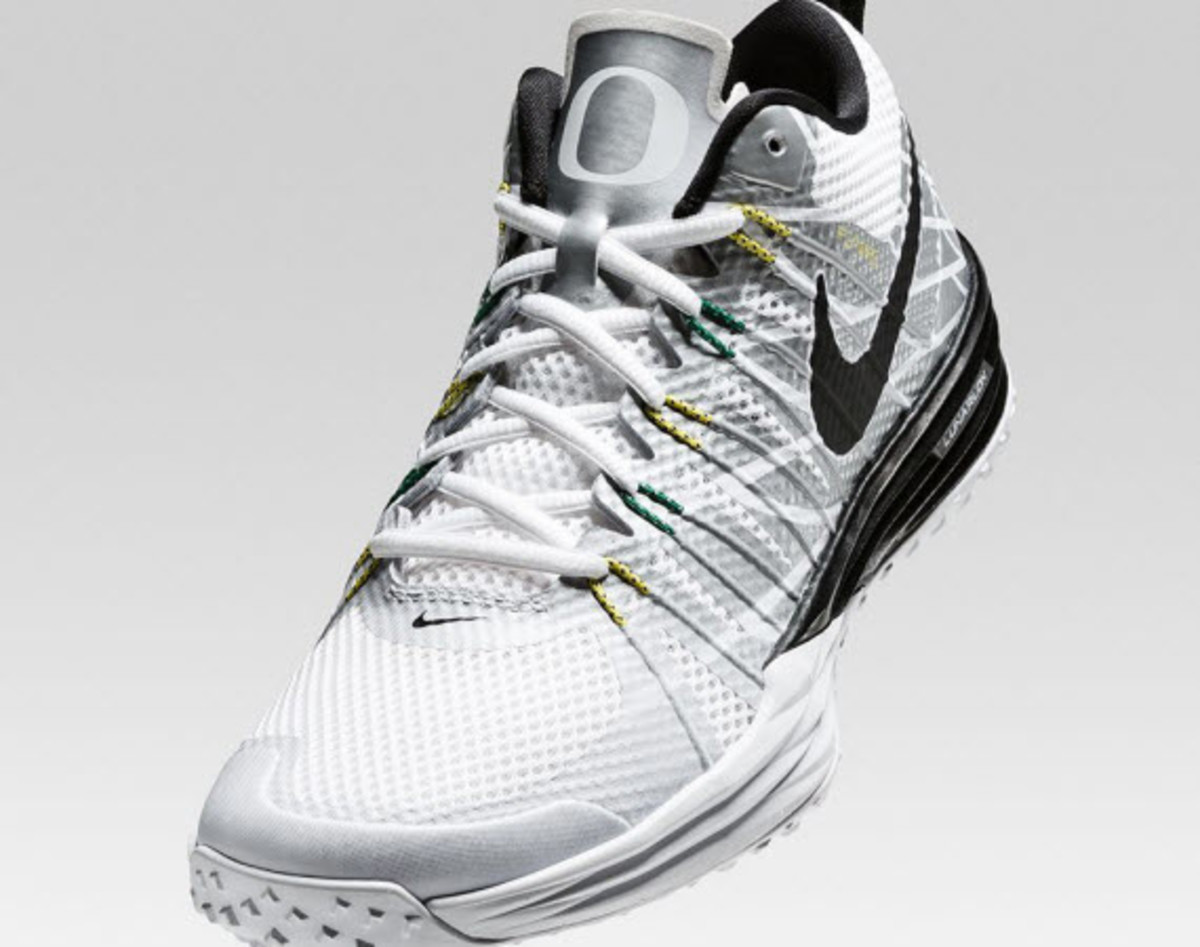 reputable site fb8d6 25a30 Nike s neighbors at the University of Oregon continue to get the special  treatment with this new Nike Lunar TR1