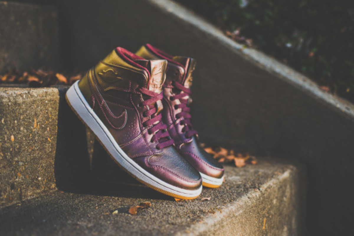 "Air Jordan 1 Mid Nouveau - ""Deep Burgundy"""