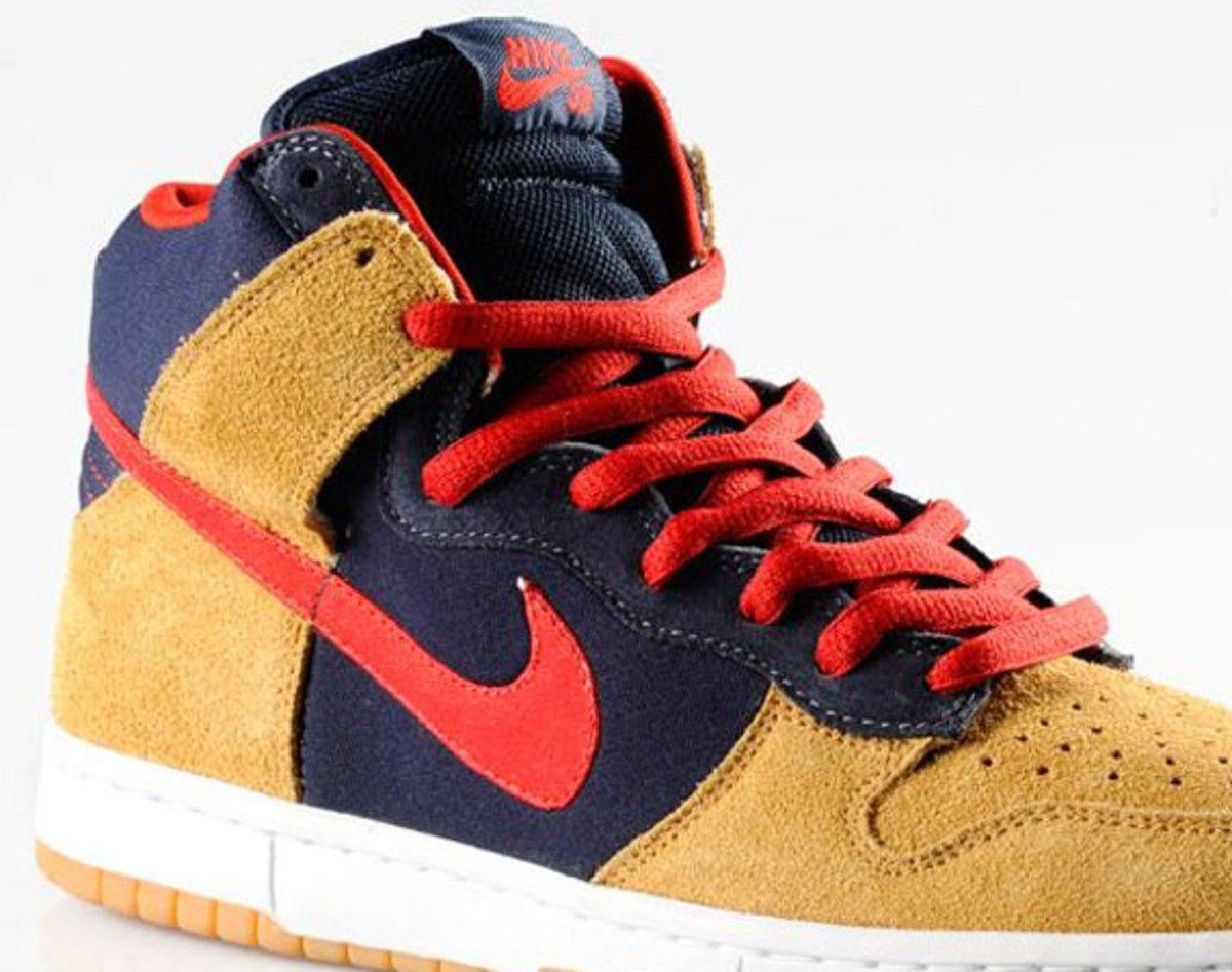 uk availability da8e7 326e5 Catching an early jump on the holiday shopping season, Nike SB drops the  latest Premium Dunk High. The latest edition features an upper loaded with  obsidian ...