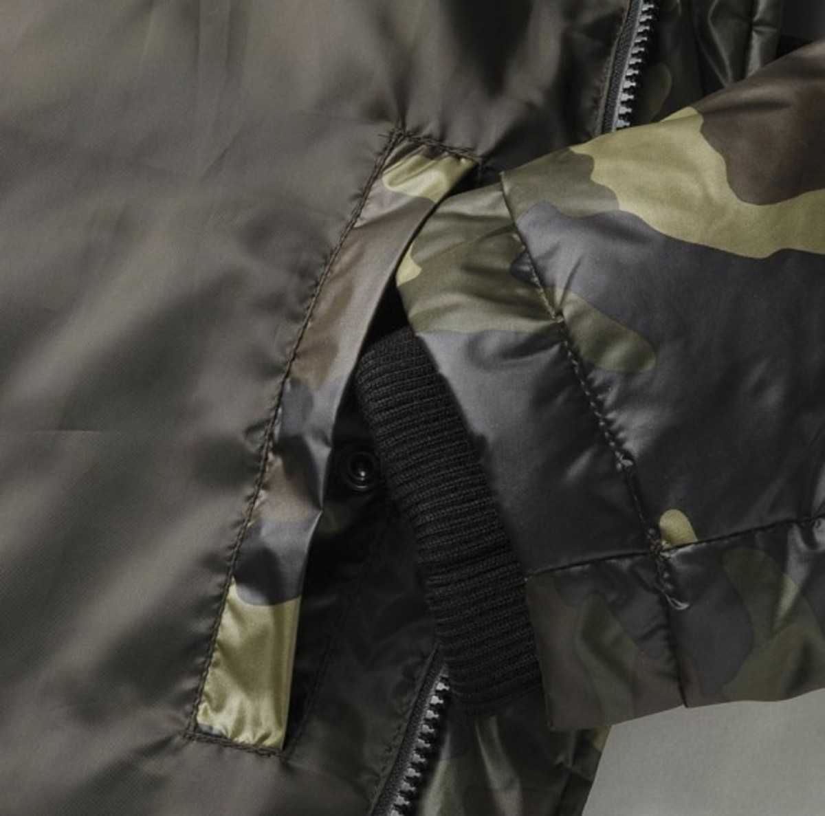 uniqlo-camoflauge-down-jacket-02
