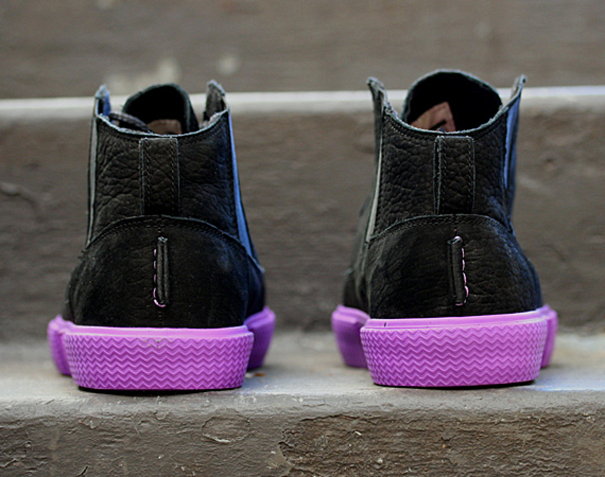 jordan-v2-grown-black-bright-violet-spark-05