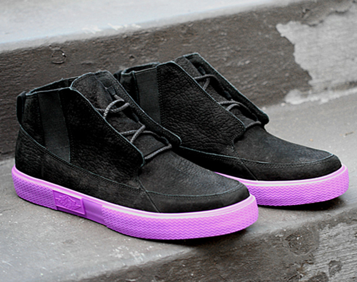 jordan-v2-grown-black-bright-violet-spark-03