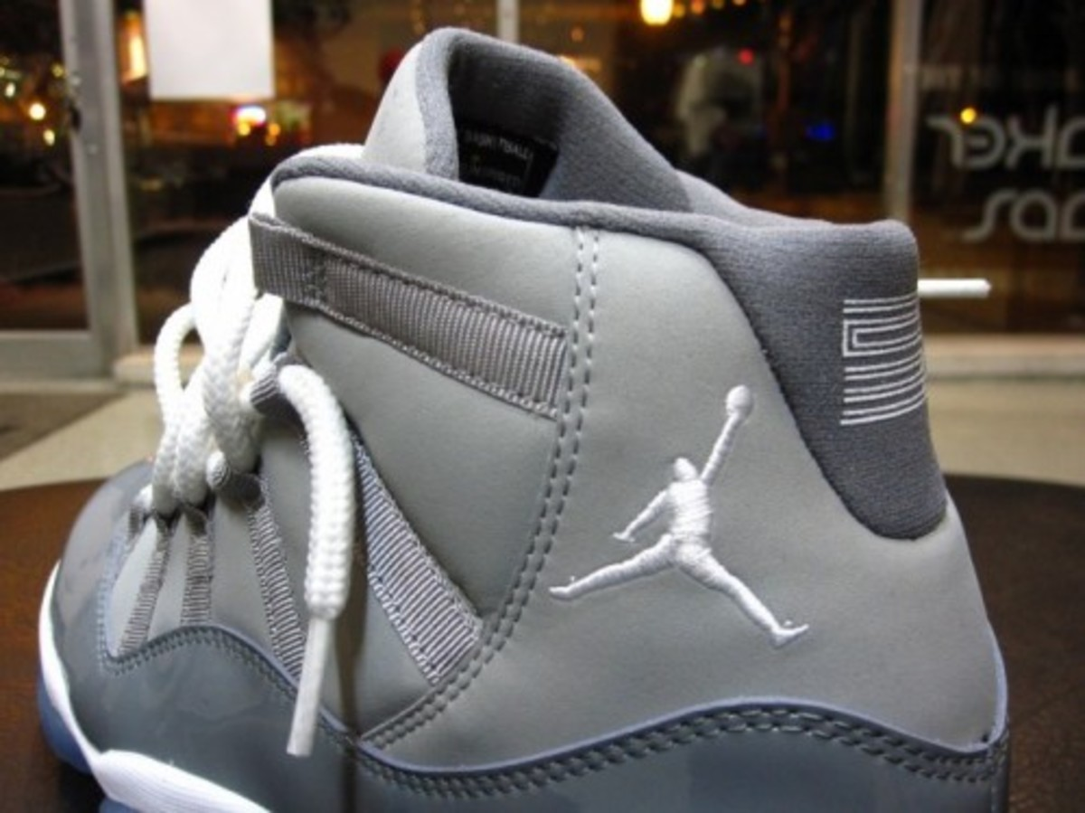 air-jordan-xi-cool-grey-burn-rubber-02