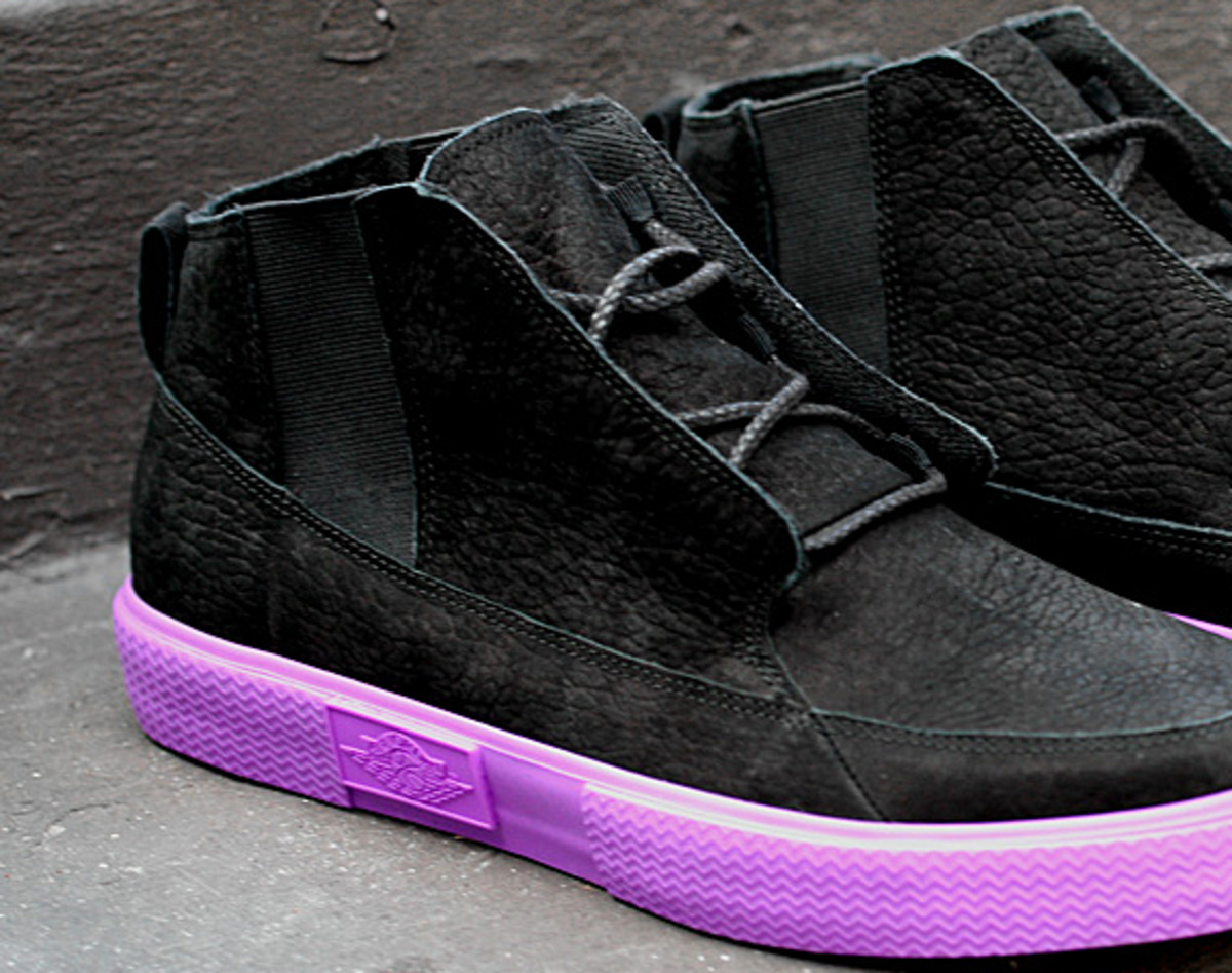 jordan-v2-grown-black-bright-violet-spark-04