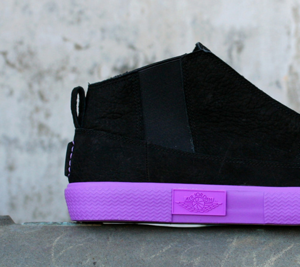 jordan-v2-grown-black-bright-violet-spark-01