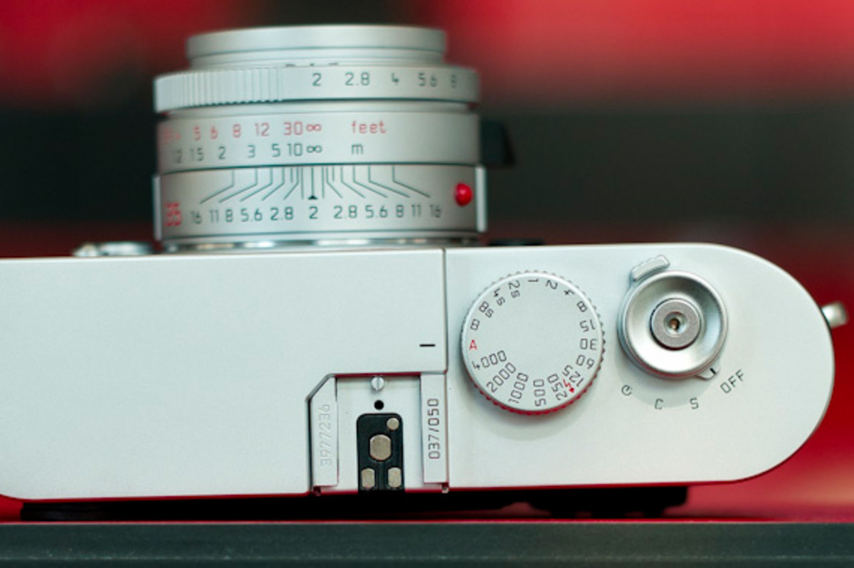 leica-m9-limited-edition-silver-ostrich-06
