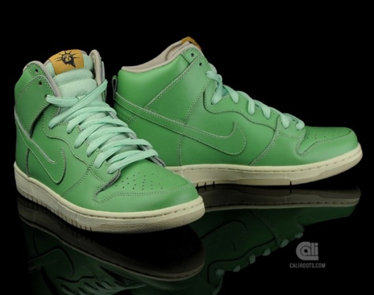newest 48bed a5afa Nike SB Dunk High Premium - Statue Of Liberty | Available ...