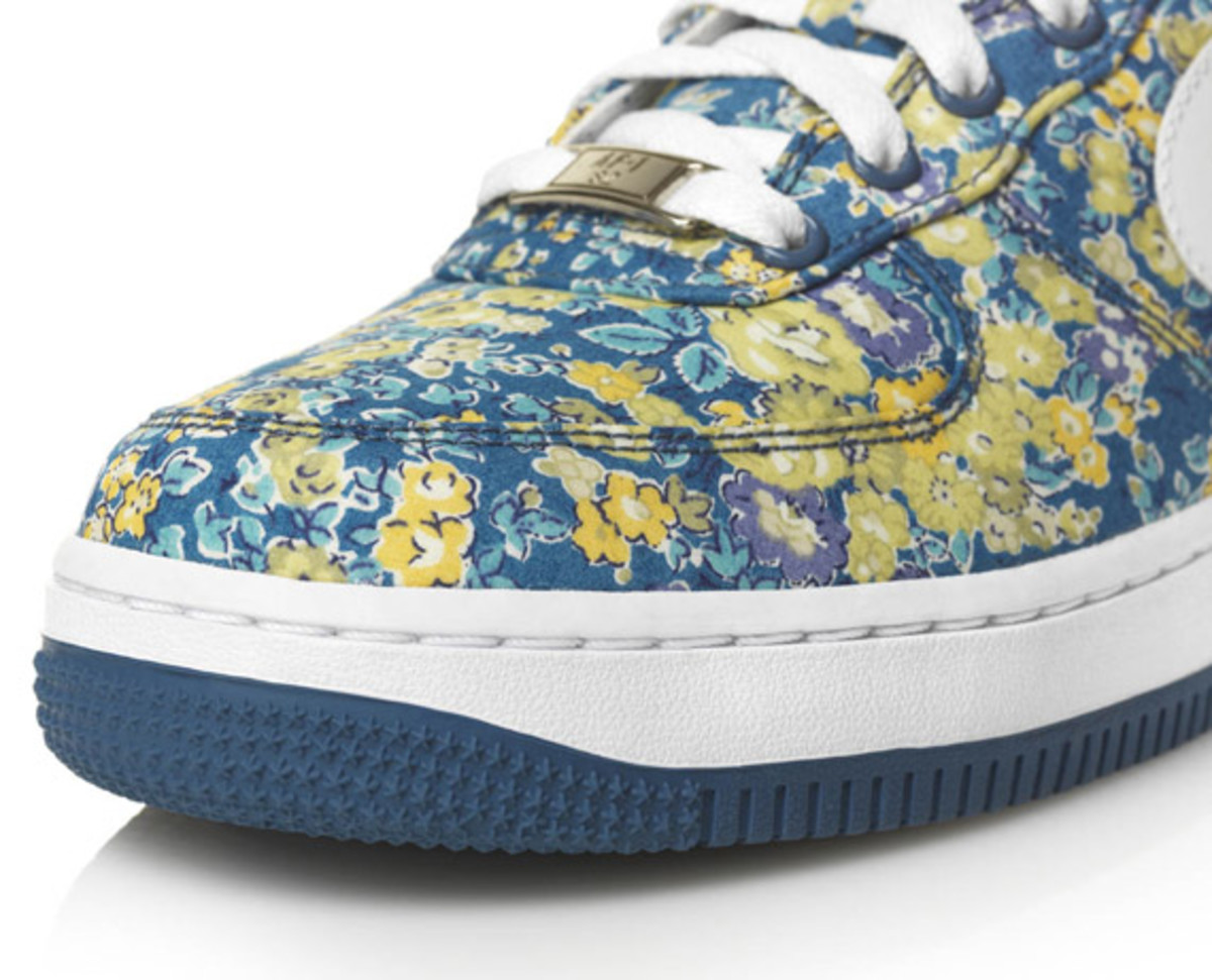 nike-sportswear-x-liberty-2011-collection-19