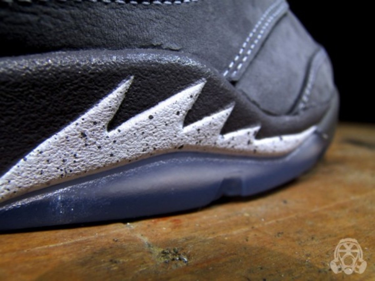 air-jordan-v-retro-wolf-grey-04