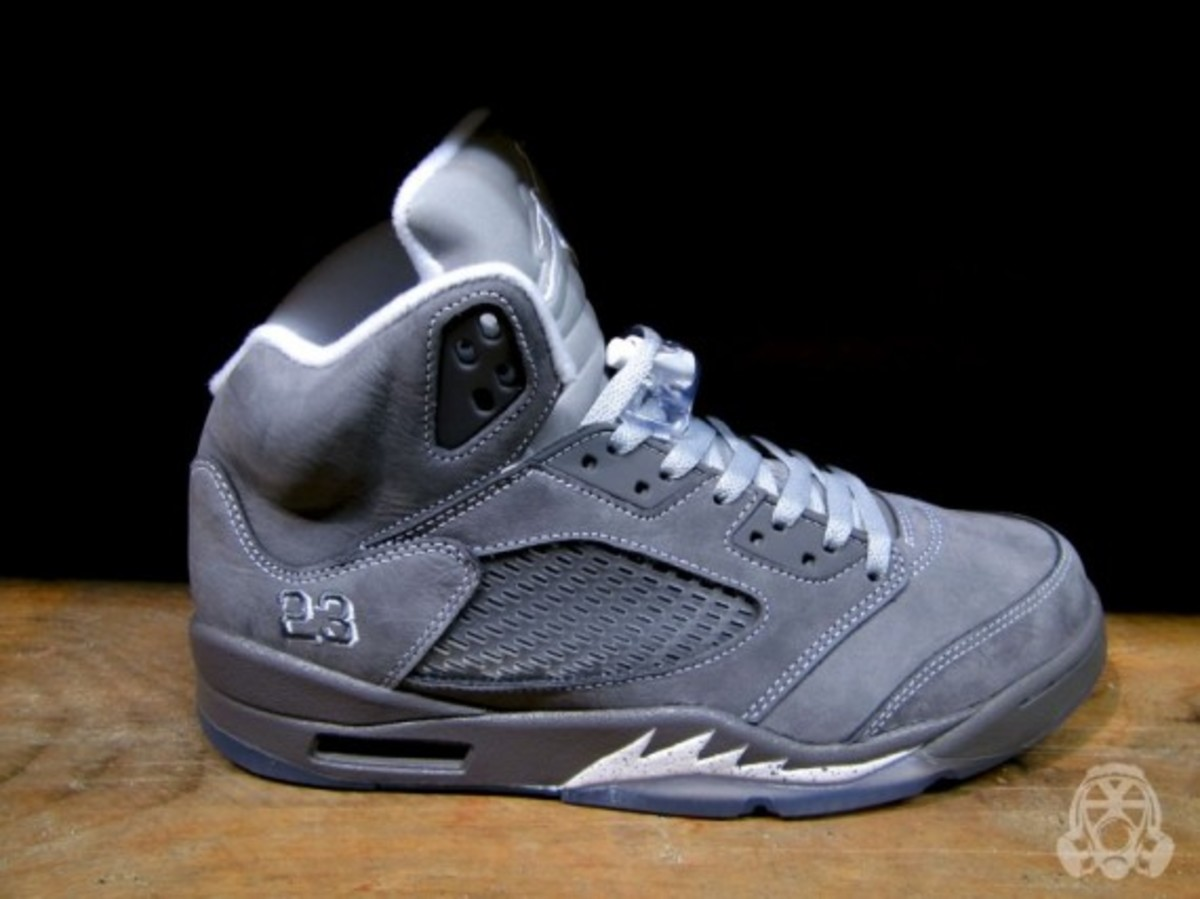 air-jordan-v-retro-wolf-grey-02