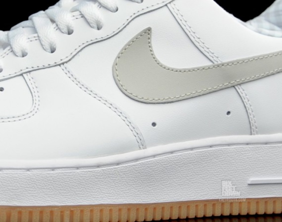 nike-air-force-1-gingham-gum-rubber-05