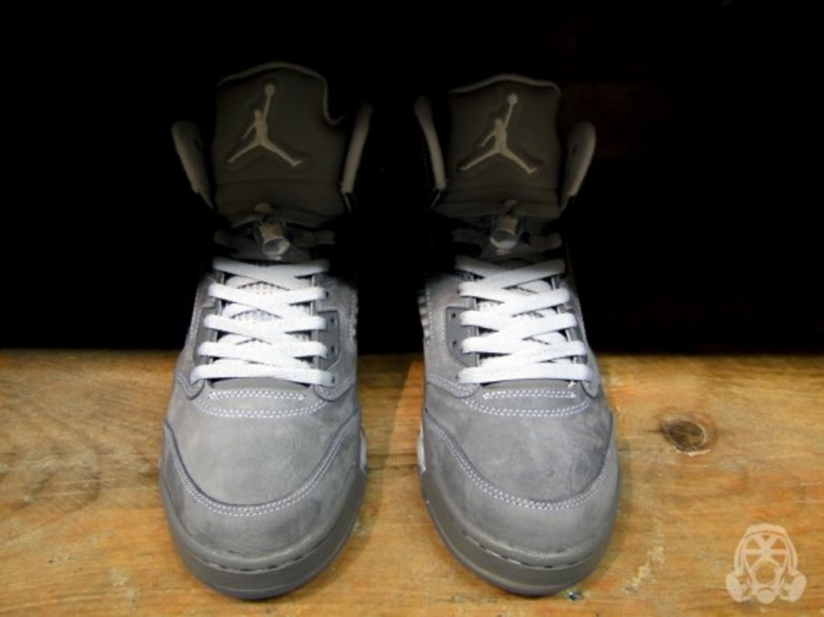 air-jordan-v-retro-wolf-grey-09