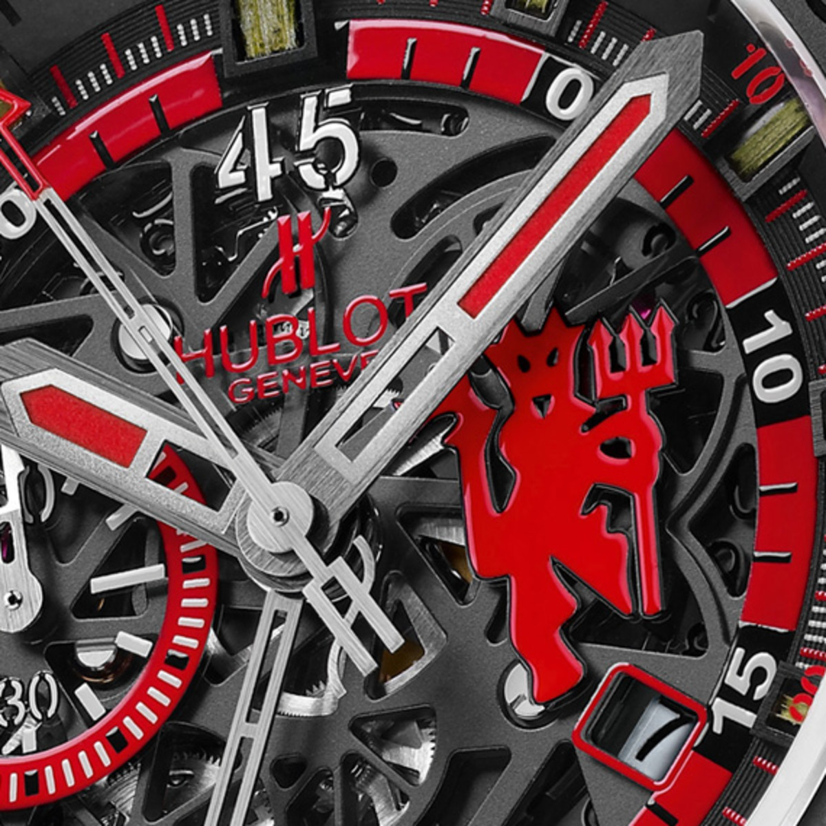 manchester-united-hublot-king-power-red-devil-watch-03