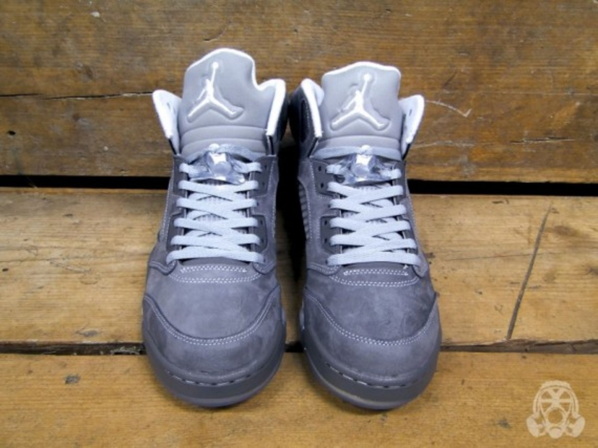air-jordan-v-retro-wolf-grey-01