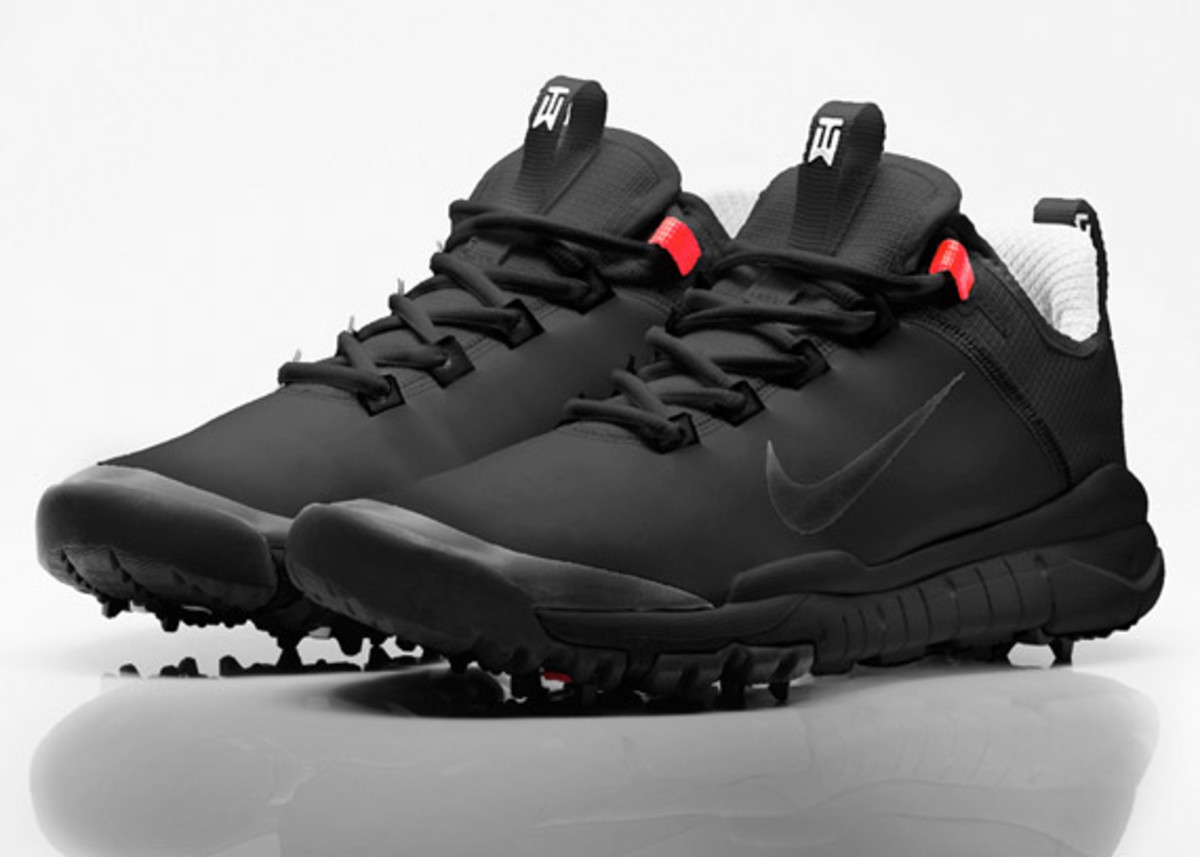 Tiger Woods Debut New Nike Prototype Golf Shoe For His Comeback