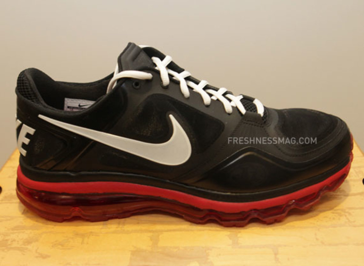 nike-trainer-1.3-max-jerry-rice-pe-04