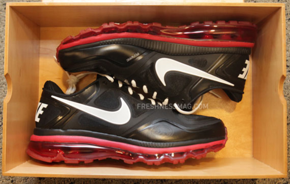 nike-trainer-1.3-max-jerry-rice-pe-02
