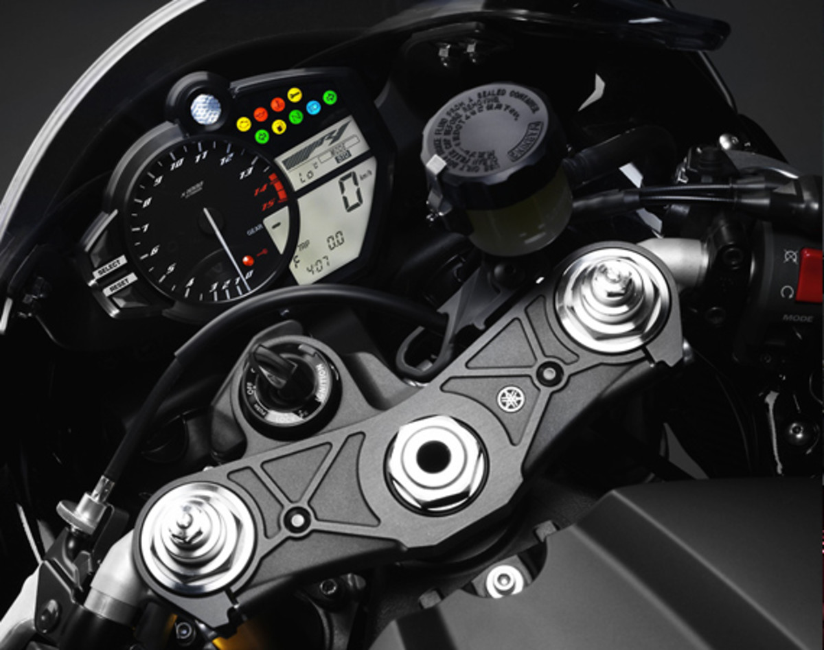 yamaha-YZF-R1-World-GP-50th-Anniversary-21