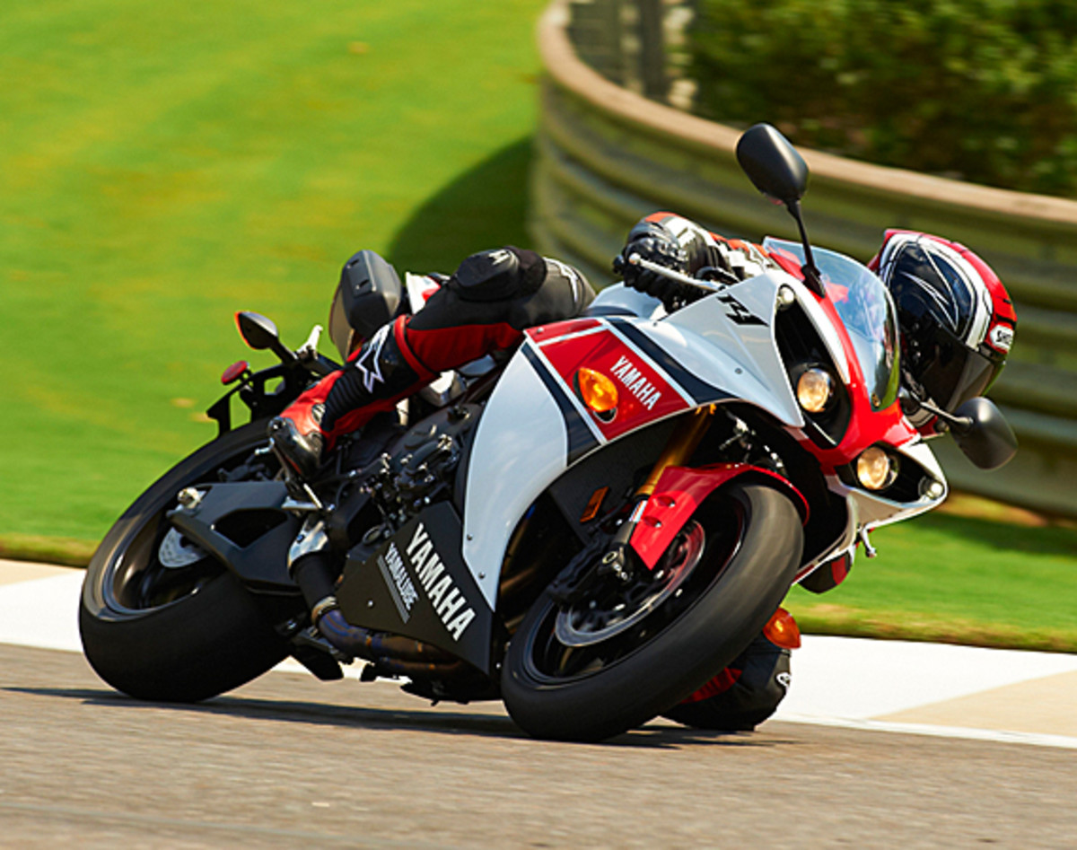 yamaha-YZF-R1-World-GP-50th-Anniversary-13