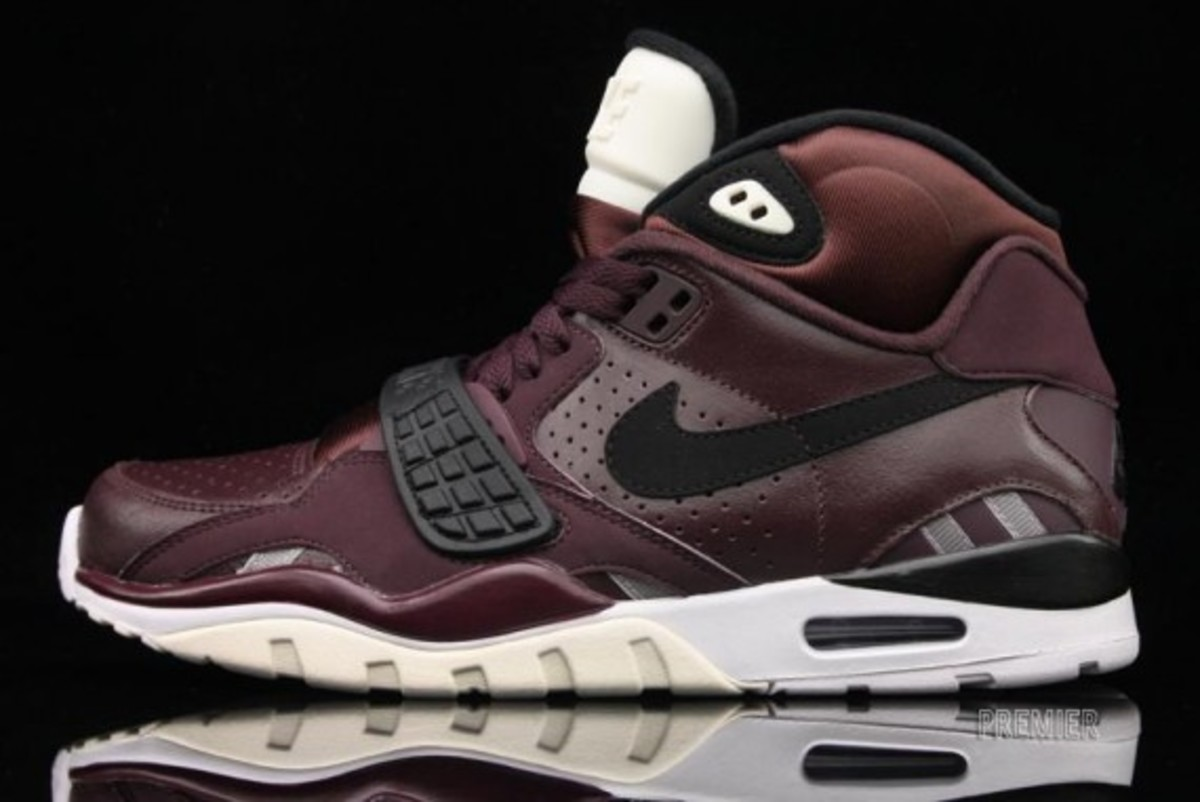 nike-air-trainer-sc-II-deep-burgundy-01