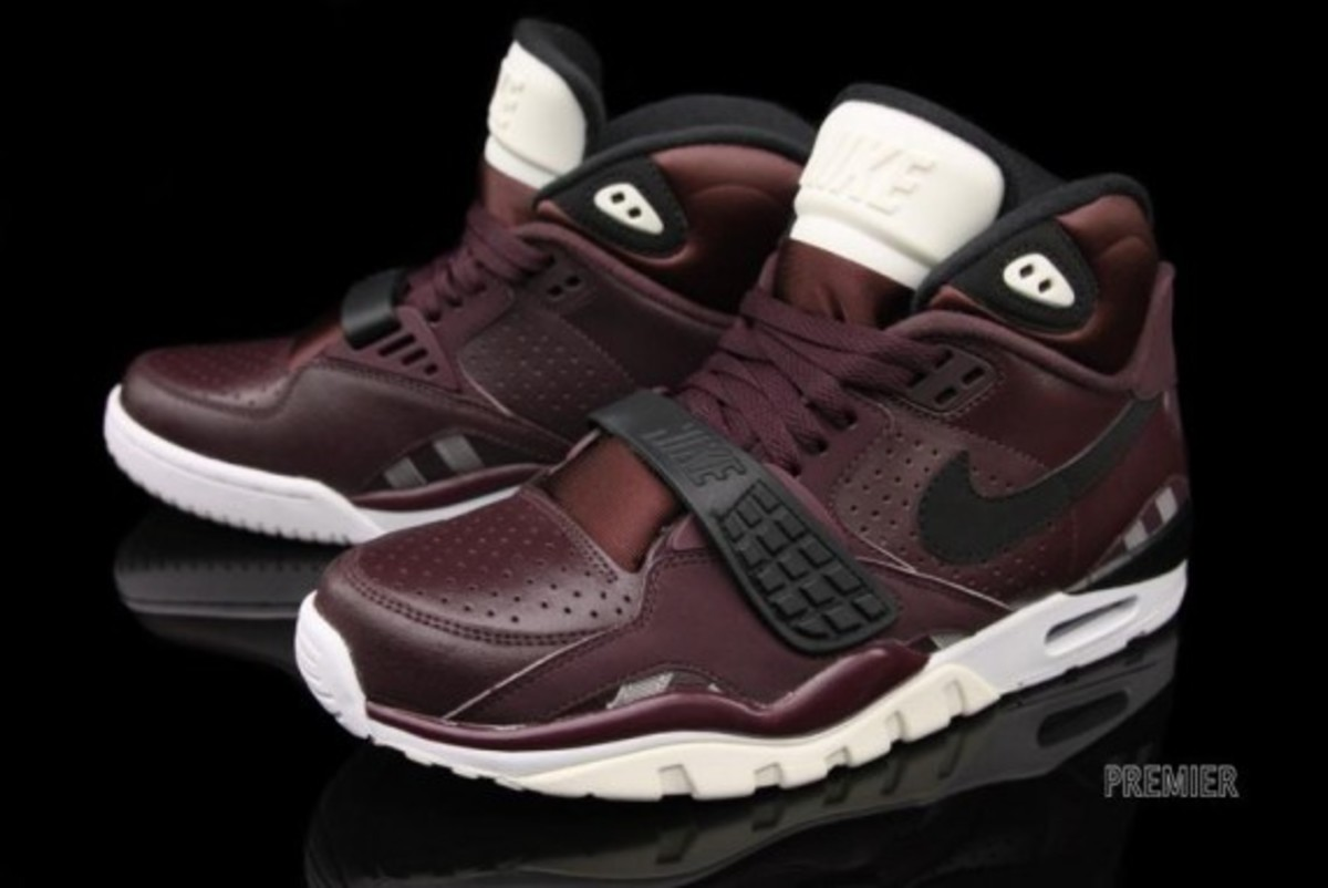 nike-air-trainer-sc-II-deep-burgundy-03